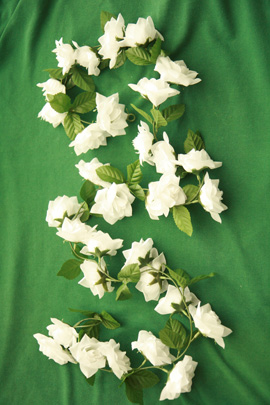 3x+Artificial+Flower+Garlands+in+White+Roses+and+Refreshing+Green+Leaf+Detail+%28150cm+long+and+30%2B+Flowers+%2D+5Ft%29