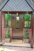 2 X Artificial Spiral Boxwood Topiary Corkscrew Trees / Plants 80cm Tall + 2 FREE 33cm Boxwood Topiary Balls + FREE chains